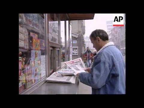 BOSNIA: SARAJEVO: PEOPLE WAIT FOR RESULTS OF OHIO PEACE TALKS