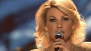 Watch Faith Hill Winter Wonderland video
