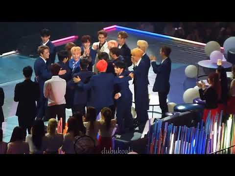 ( fancam ) SEVENTEEN, WANNA ONE & EXO congrats NU'EST W winning Discovery Of The Year in MAMA 2017
