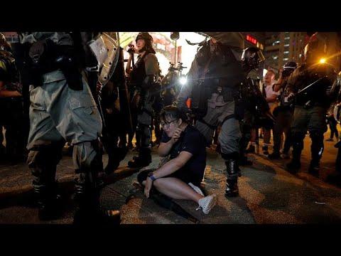 Csak néhány százan tüntettek hétfőn Hongkongban