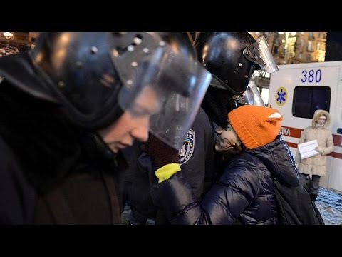 Ukrayna polisi meydandan çekildi