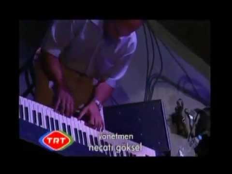 Bülent Ortaçgil konserlerinde Erkan Oğur gitar soloları
