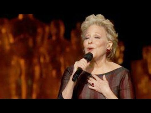 Oscars 2014 : Bette Midler Performs 'Wind Beneath My Wings' for 'In Memoriam'