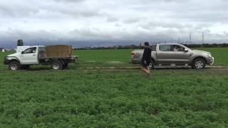 Ford Ranger VS Toyota Hilux Tow Battle