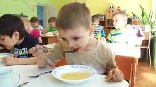 Обед и тихий час. Lunch and nap time in kindergarten.