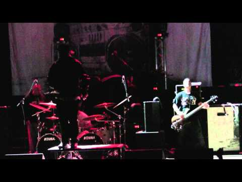 2011.03.14 Emmure - Tales From The Berg   R2deepthroat (live In St. Louis) video