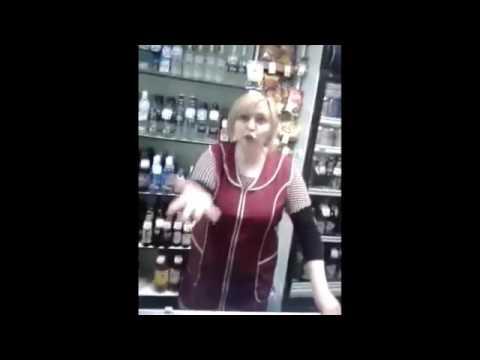 Жесть!!! Пьяные продавец и охранник в магазине