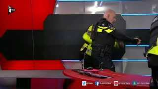 پخش مستقیم از تلویزیون هلند و مردی با اسلحه