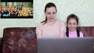 Cute Russian Mom & Daughter react to Bajrangi Bhaijaan Trailer