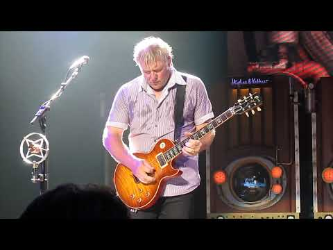 Gibson Alex Lifeson Les Paul website video (RUSH Limelight Saratoga Springs New York NY SPAC 2010)