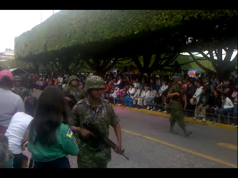 Desfile 22 de octubre Acámbaro Gto. 2013 parte 1