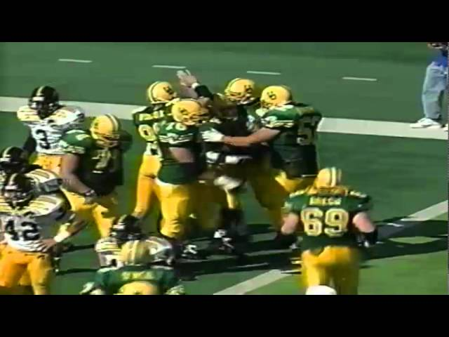 Oregon RB Dino Philyaw runs for a short touchdown vs. Iowa 9-24-94