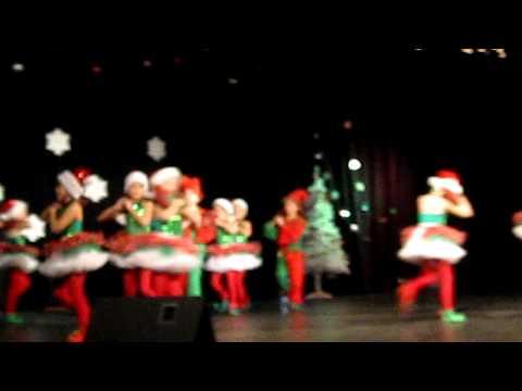 Смотреть детский танец на новый год