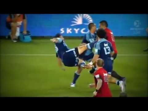 Robbie Fruean puts Piri Weepu on his back - Robbie Fruean puts Piri Weepu on his back