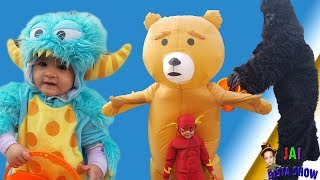 EPIC FAMILY FUN! Halloween 2018 Vlog! (Spooky Gorilla with little monster, Flash and Teddy Bear