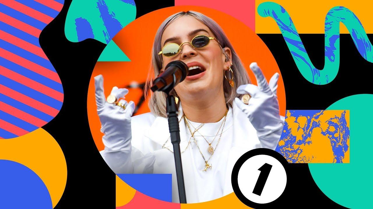 """Anne-Marie - BBC「Radio 1's Big Weekend 2019」から""""2002""""のライブ映像を公開 thm Music info Clip"""