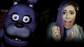 """THIS GAME IS SO CREEPY"" - 5 Nights at Freddy's"