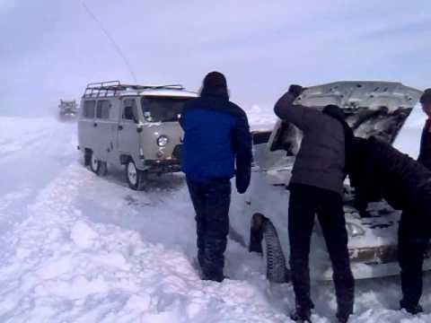 Волгоград -Саратов ВАЗ поностью в снегу..mp4