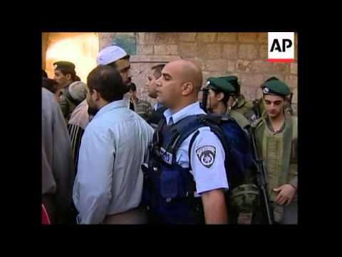 Preps ahead of Arafat's burial, people arriving