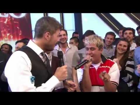 Showmatch 2014 - Charango -furor en la web- cantó en Showmatch y se emocionó