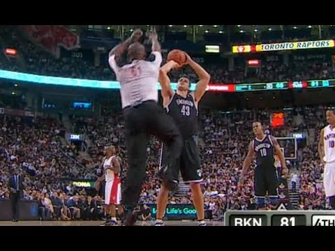 NBA Ref tries to block Kris Humphries