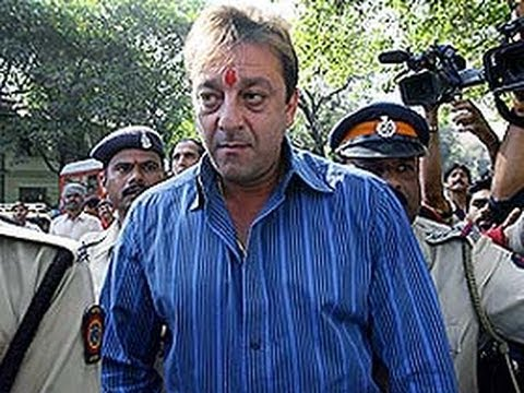 After non-bailable warrant, Sanjay Dutt shows up in court for bail