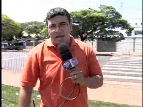 HOMEM E PREZO RISCANDO CARRO SARANDI