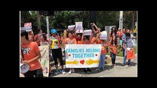 Niñeras y familias protestan contra políticas de detención familiar de Trump