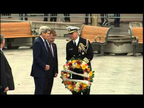 RAW: John Kerry lays wreath in Ottawa