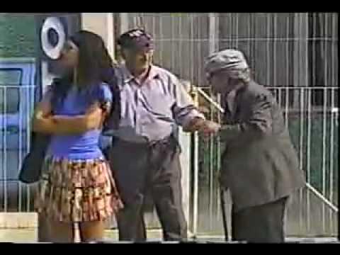 Abuelo levanta faldas.mp4