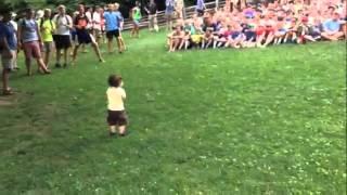 Bebê faz todo mundo aplaudir