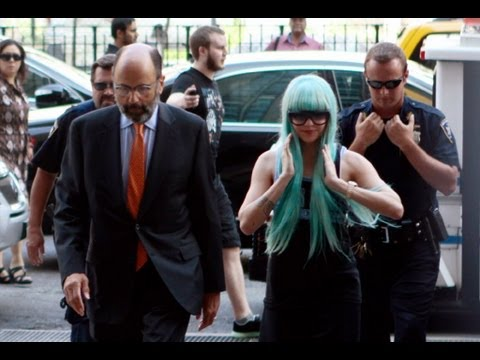 Headline: Amanda Bynes' parents in court to get control of actress' affairs