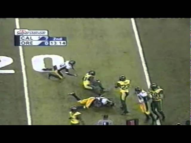 Oregon CB Justin Phinisee stuffs screen pass with blocker on him vs. Cal 11-08-03
