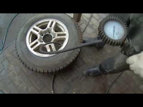 Накачка колеса в шиномонтаже
