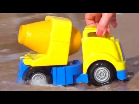 Мультфильмы про рабочие машины на пляже: строим горку для грейдера