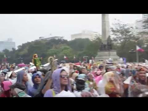 Scenes from Pope Francis' Mass In The Philippines (Amateur Video)