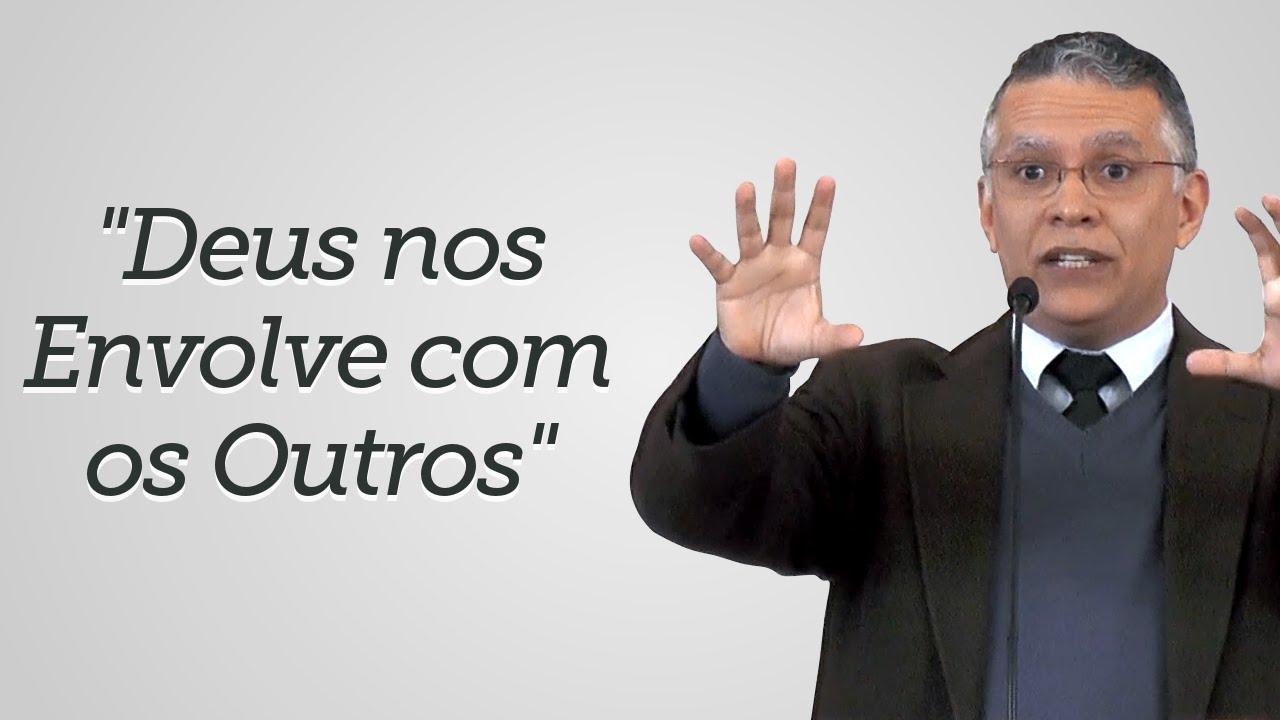"""""""Deus nos Envolve com os Outros"""" Daniel Santos"""