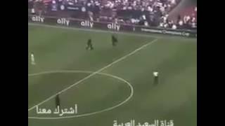 شاهد يمني يقتحم مباراة ريال  مدريد وتشيلسي رافع  عبارة