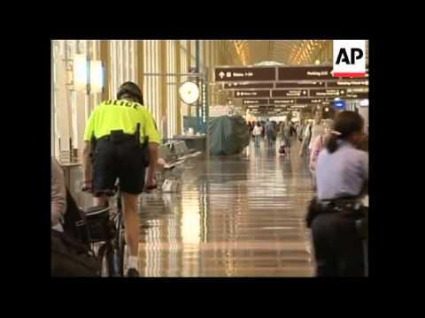 Passengers face travel disruptions, Chertoff visits airport