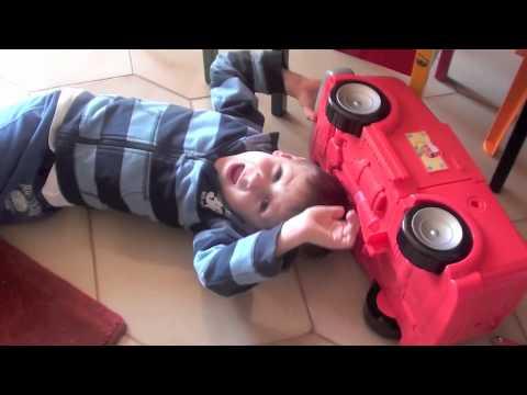 2012: Manny tuttofare – Martellare con dolcezza BAMBINI DIVERTENTI VLOG – Vlog Giornalieri