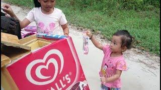 PAMAN n n n nnn Berhenti Shinta dan Shanti mau beli Es Krim   kids ride a bicyle buy ice cream