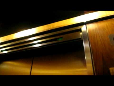 OTIS !!ULTRA HIGH SPEED!! Elevator @ the TD Bank Tower Toronto ON (HD) Video