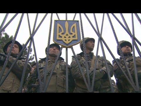 Standoff at Ukraine base in Crimea