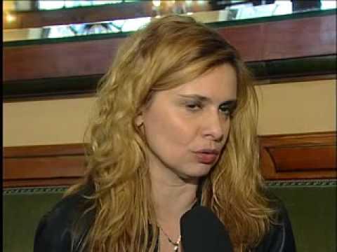 Debora Caprioglio cerca casa ad Ascoli mentre si prepara alla prima teatrale della Lisistrata