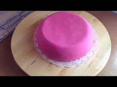 Tutorial Como decorar una Tarta con Fondant. Cubrir el bizcocho. Las Tartas de Mamaguille.