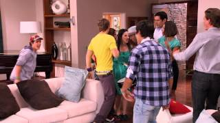 Violetta: Momento Musical - Los Chicos Entran Cantando En La Casa De Violetta