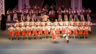 Romanian traditional folk dance (Hora din Moldova)-1