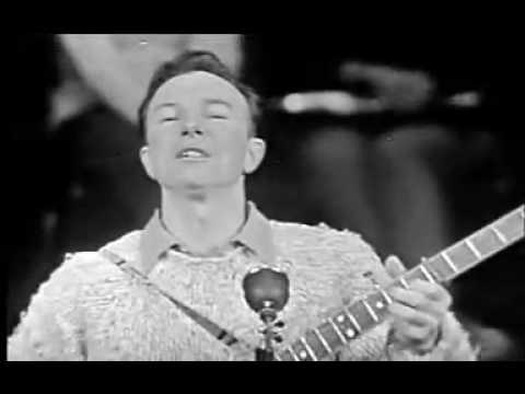 Pete Seeger - What is Folk Music, Skip to my Lou, Live Folk Banjo Playing Singing.