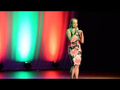 Sári Évi színművész, énekes - A színház és zene bűvöletében...!
