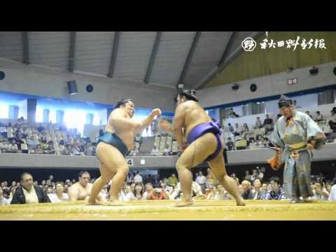 大相撲秋田場所、力士の土俵に歓声